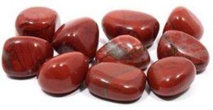 piedras rojas decorativas