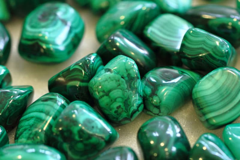 Muchas piedras de malaquita polaca