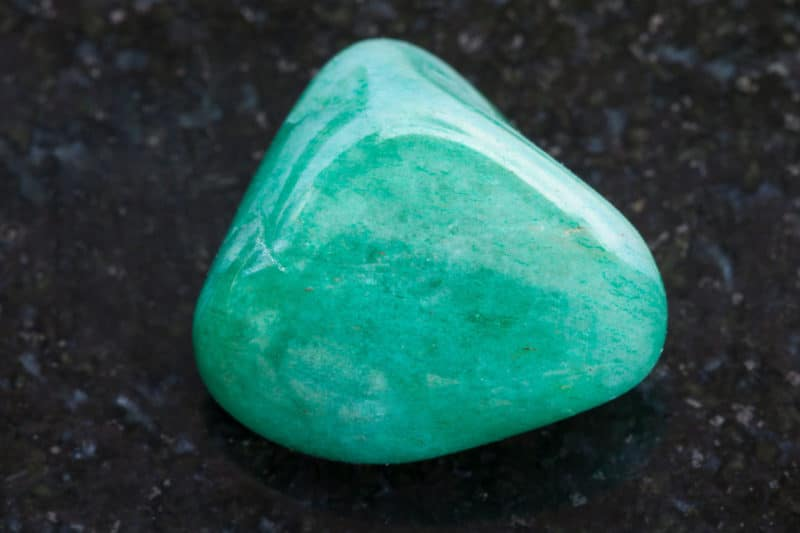 Piedra Avenous pulida sobre granito